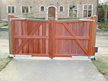 Dubbele poort uit padoek