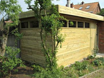 Tuinhuis met plat dak en oversteek